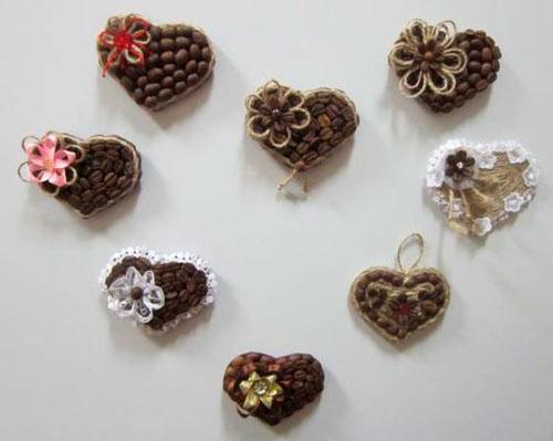 сердца - красивая поделка из зерен кофе