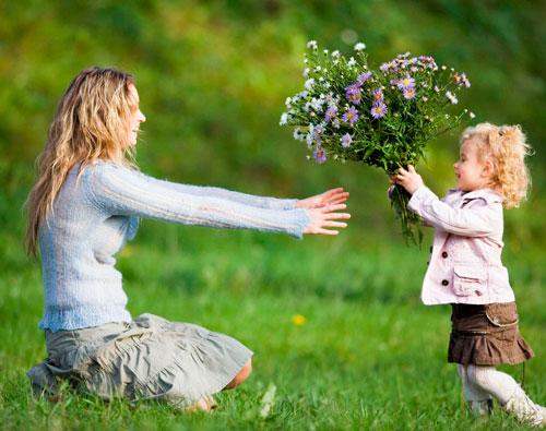 Короткие и красивые поздравления в стихах на день рождения мамы