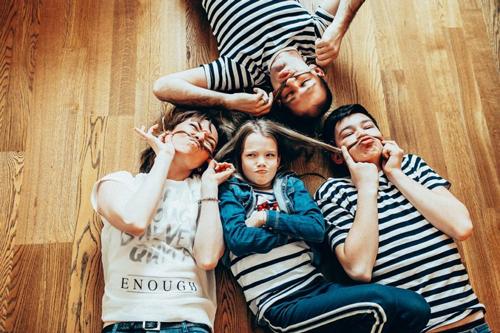 лучшие идеи семейной фотосессии с детьми дома