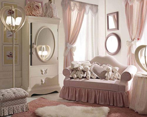 зеркала в классической детской комнате для девочки