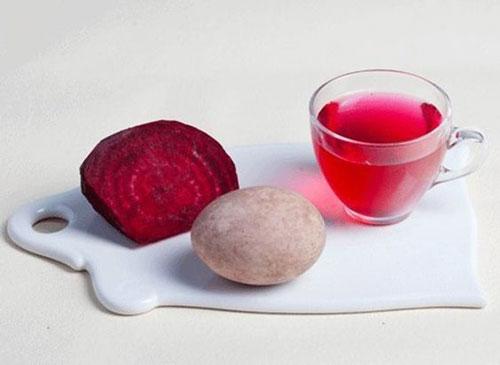 оригинально красим яйца на Пасху с помощью натуральных красителей из свеклы