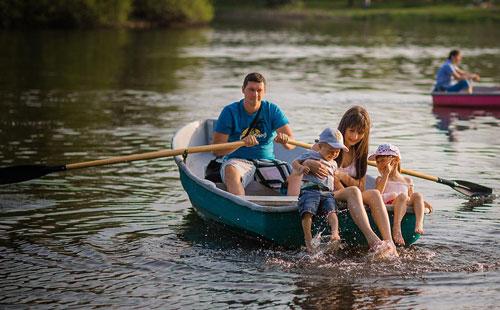 фотосессия летом в лодке всей семьей