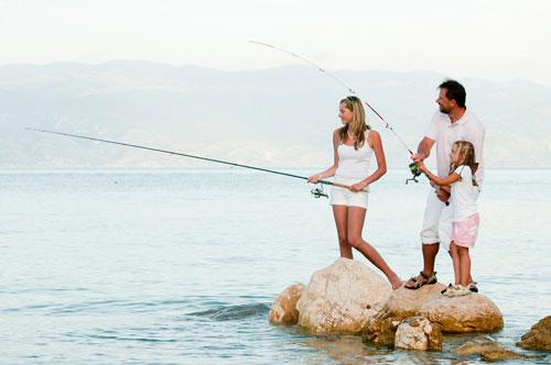 семейная фотосессия летом: рыбалка