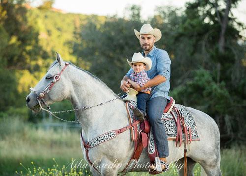 идеи семейной фотосессии летом на лошадях 3