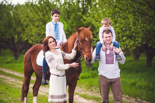 идеи семейной фотосессии летом на лошадях 2