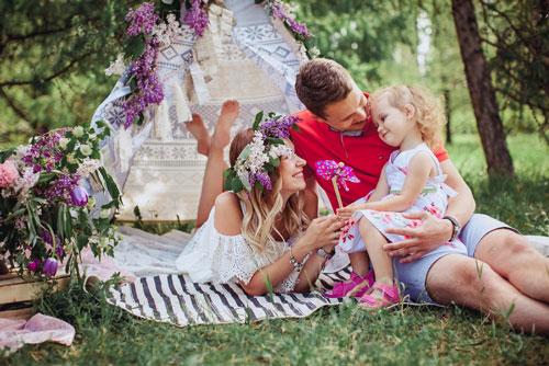 идеи семейной фотосессии в лесу