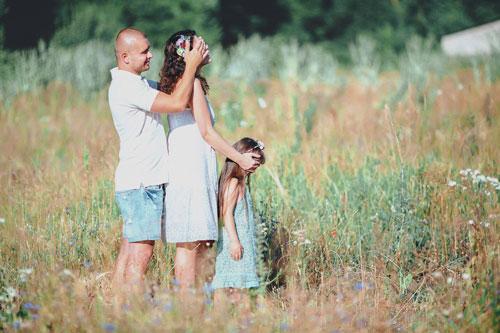 идеи для семейной фотосессии в поле