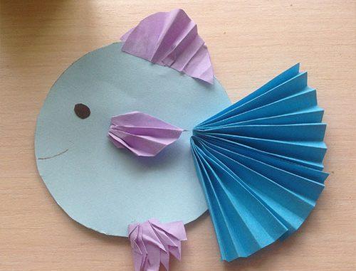 рыбка из цветной бумаги вместе с детьми