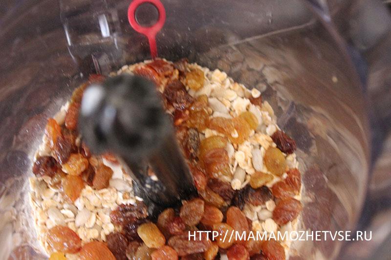 измельчаем орехи и сухофрукты