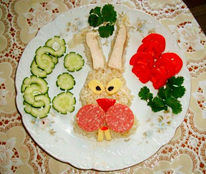 заяц из риса и овощей