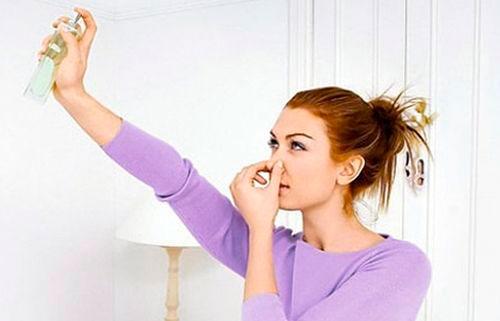 Как убрать неприятный запах в комнате
