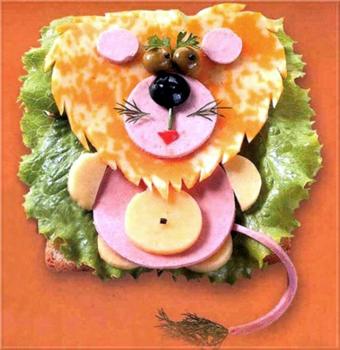 львенок из сыра и колбасы