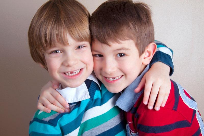 Воскресение открытка, картинки два друга мальчика