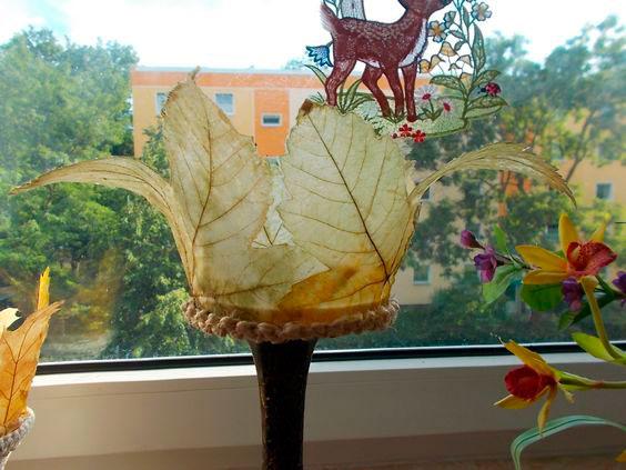 ваза из листьев