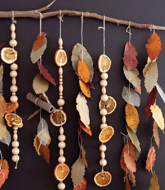 гирлянда из осенних листьев