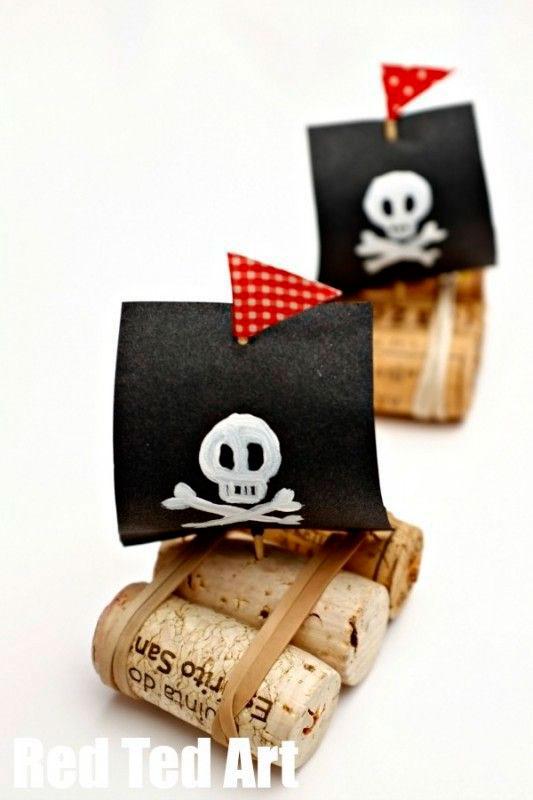 маленькие корабли из пробки