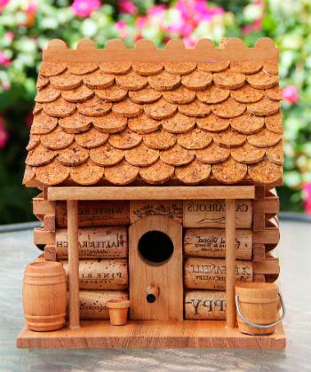 маленький домик из пробки