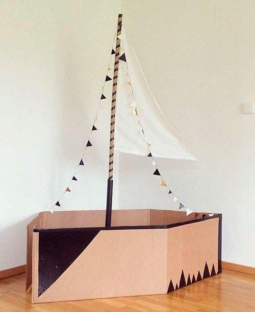 большой корабль из картонной коробки
