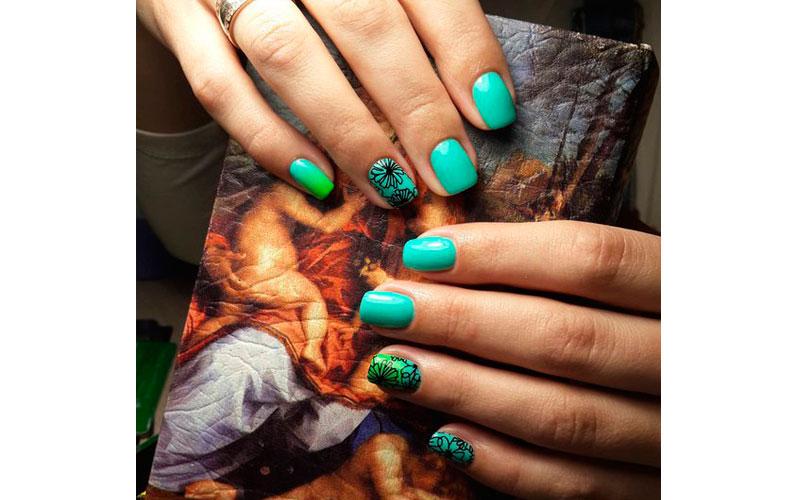 сочные цвета на коротких ногтях