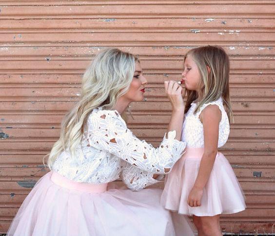 одинаковая одежда для мамы и дочки 5
