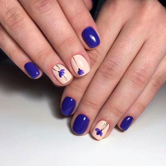 дизайн с цветами на короткие ногти