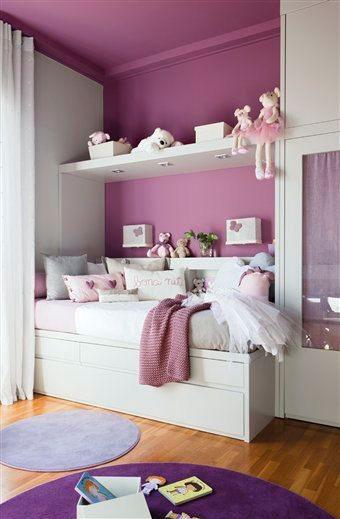 белый в сочетании с фиолетовым цветом в детской