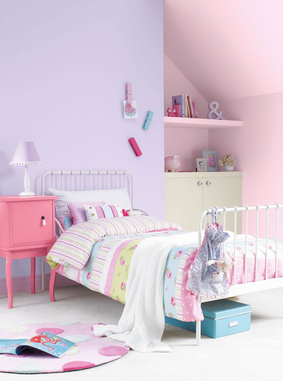 фотография фиолетовой комнаты ребенка