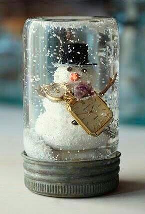 снежный шар из банки от пюре