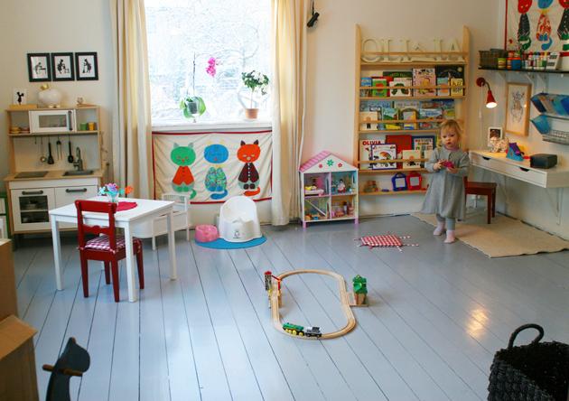 творческий уголок в детской комнате