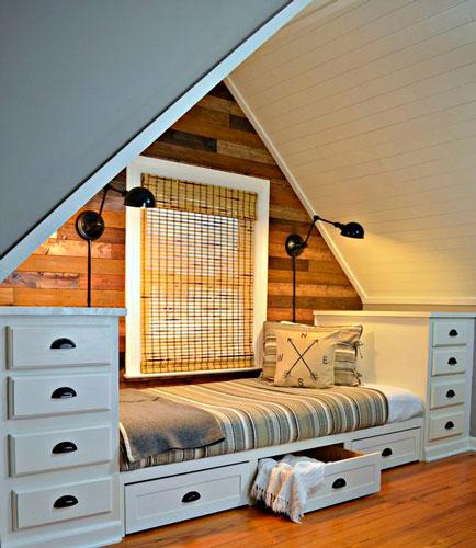 Детская мансардная комната под двухскатной крышей