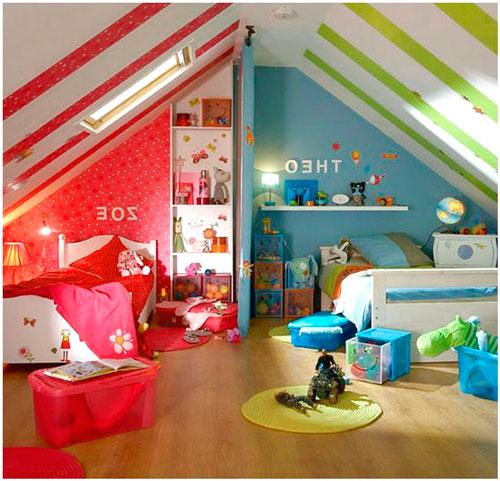 Детская мансардная комната под двухскатной крышей для двух детей