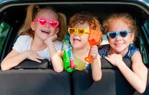 чем занять детей разного возраста в машине