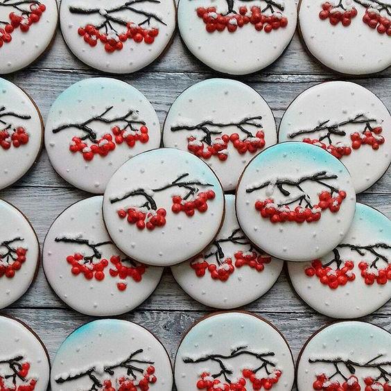 рябинки на новогоднем печенье