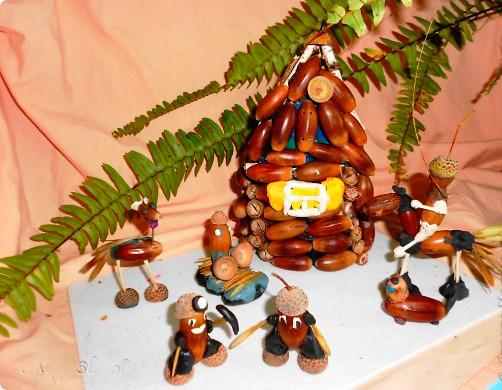 маленький домик из желудей и пластилина поделка в садик