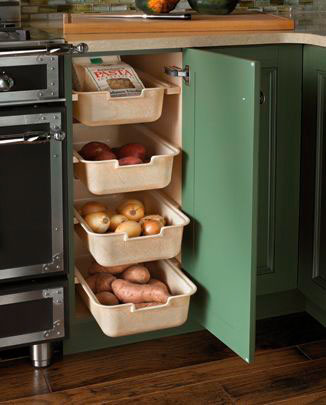 идея как навести порядок на маленькой кухне: хранение овощей