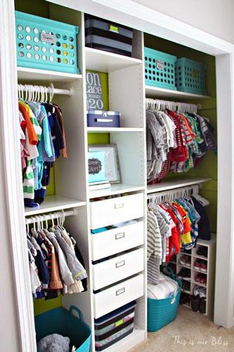 как расположить мебель в детской комнате: хранение вещей