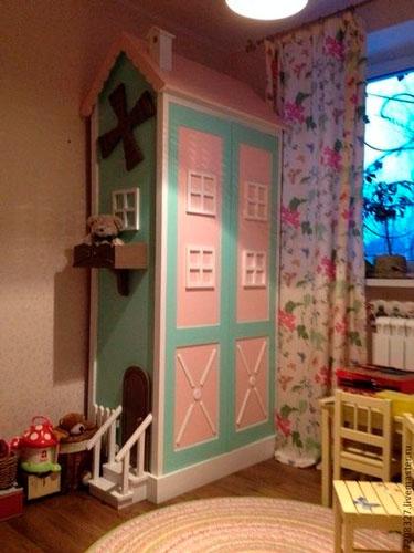 как расположить мебель в детской комнате: хранение вещей 2