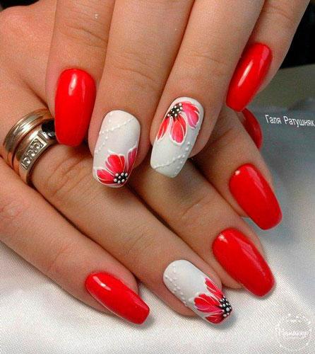 дизайн ногтей в белом и красном цвете