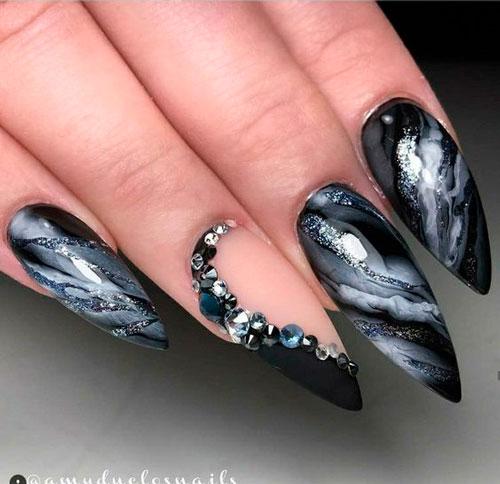 мраморный оттенок на острых ногтях