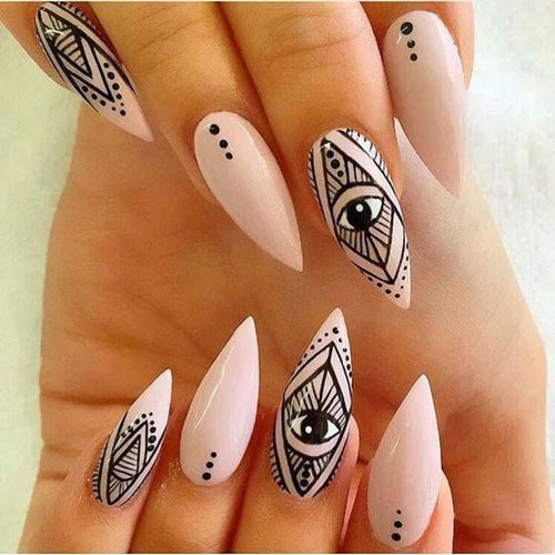 кремовые острые ногти