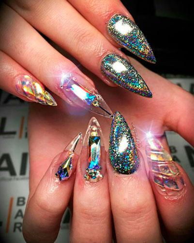 новый дизайн 2018: острые ногти
