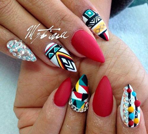 этнический рисунок на острых ногтях
