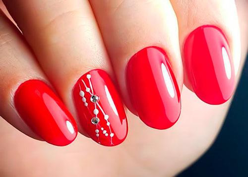 красные ногти со стразами 2