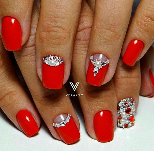 красные ногти со стразами