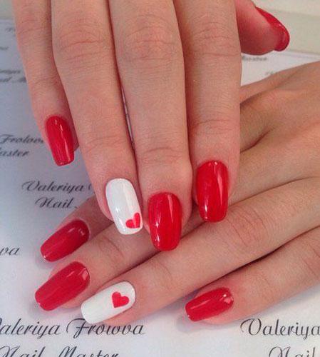 белые ногти с красным сердцем