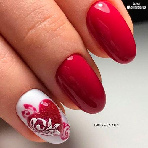 красное сердце на белом ногте