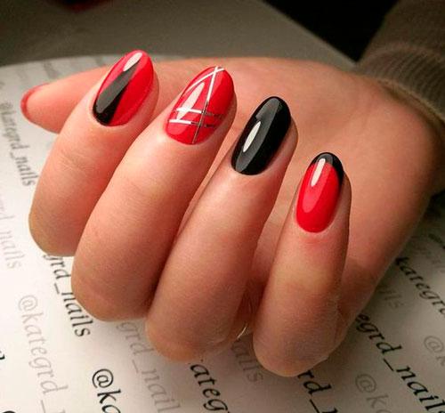 красный маникюр на ногтях с полосами