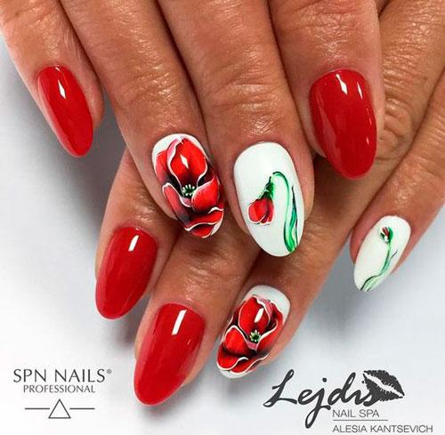 красный маникюр на ногтях с цветами
