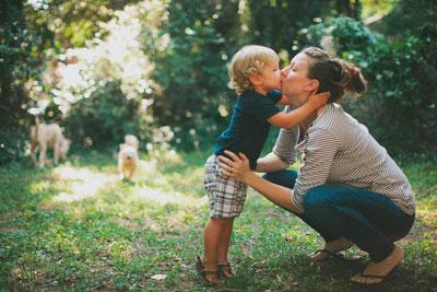 мама воспитывает мальчика без отца