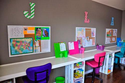 фото расположения рабочего места в комнате для трех детей
